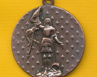 Large and Antique bronze Religious Charm Medal Pendant Sainte Jeanne d'Arc - St Joan of Arc - St Jane of Arc (ref 0769)