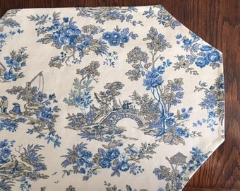 Set of 4 blue toile placemats