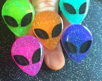 Glitter Alien Ring / Colorful Alien Jewelry / Creepy Cute Pastel Goth Soft Grunge 90s Fashion / Resin Alien Ring / Gothic Horror Paranormal
