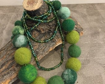 Green Felted Bead Necklace, Emerald Beaded Necklace, Needle Felted Beads, Green Beads, Green Necklace, Handmade Gifts for Her