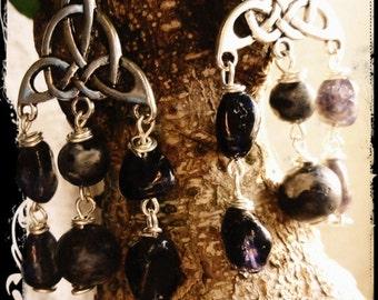 The Priestess. Earrings in metal and semi-precious stones.