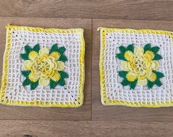 Vintage Hand Crocheted - Yellow and White Flower - Pot Holders