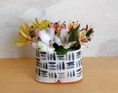 Pink pocket vase, light pink ceramic vase, spring flowers, vase for summer flowers, vase for centerpiece