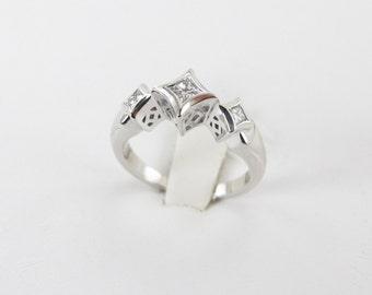 14k White Gold 3 Stones Diamond Band Ring 0.20 carat