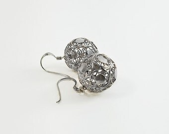 Silver Ball Earrings - Filigree Ball Earrings - Sterling Circle Earrings - Sphere Earrings - Vintage Round Filigree Earrings