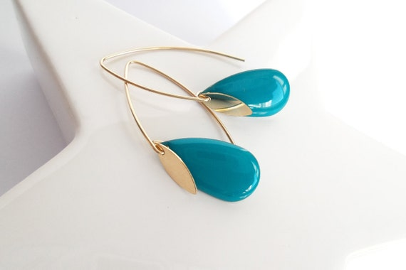 Earrings turquoise crochet long rigid graphic modern gold-plated Gold filled and pampille gold charm drop elegant sober woman