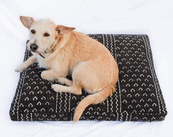 Made-To-Order: Mudcloth Dog Bed // brown & white bohemian pet bed shibori pillow