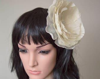 Ivory fascinator   Silk flower fascinator   wedding fascinator   bridal fascinator   fabric hair flower   Flower fascinator