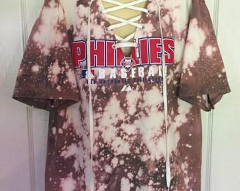 MLB Philadelphia Phillies Baseball Lace-Up Deep V-Neck T-Shirt Authentic Majestic Black Bleached Tie Dye Red Logo White Lace Adult Sz Medium