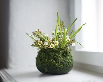 Felted bowl - Easter centerpiece basket Spring gift - Hygge decor - Mossy green nature inspired woolen desk organizer - Organic soft storage