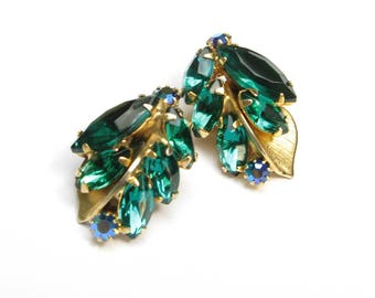 Vintage Earrings RHINESTONE Earrings Signed WEISS Jewelry Emerald Aurora Borealis AB Clip on Earrings Clipon 1950s Gold Leaves Holiday