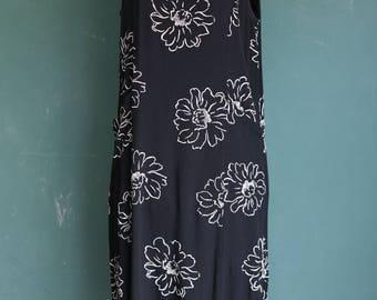 Daisy Outline Black and White Midi Rayon Sun Dress / Vintage 1980s 1990s Impressions California L / side slits floral print boho maxi beach