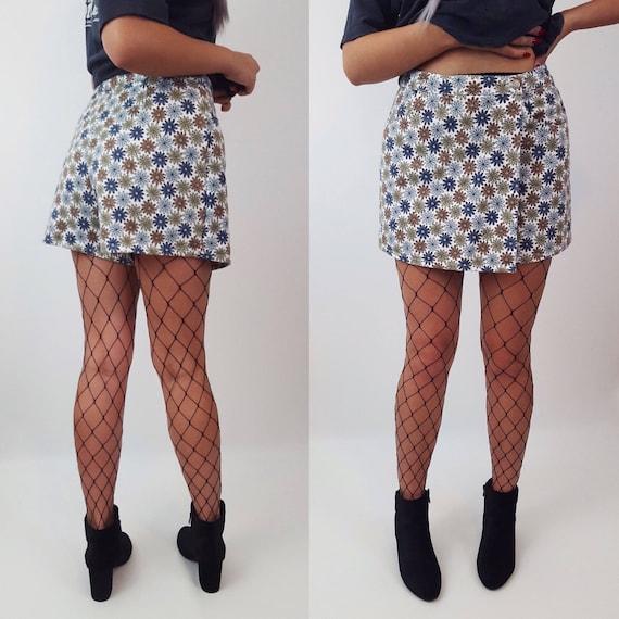 90s Vintage Floral Skort - Medium Mini Skirt Shorts - White Daisy Denim Miniskirt with Shorts Underneath - Blue Green Flower Pattern Skirt