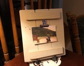 Pallet wood photo/list display