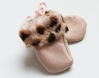 Baby sheepskin mitten Pink with leapord cuff