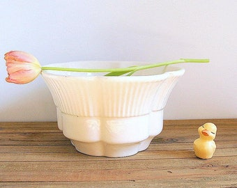 Vintage Haeger Mid Century Scalloped Cream Flower Pot Planter 156