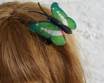Butterfly hairclip for Blythe dolls and similar dolls.