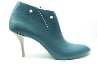 """Free shipping: 1 pair of women 3""""  high heel  shoe last ( 35 - 42 EU size) with almond-shaped  toe  ( used  or new)"""