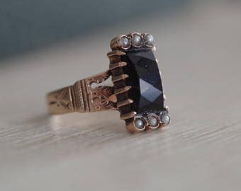 Antique Victorian c.1890s 10K Rose Gold Jet & Pearl Ring
