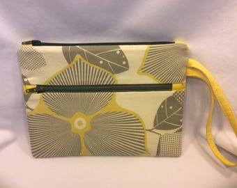 SALE! Cotton Wristlet , Handmade ,Cotton Lining,Nylon Zippers.