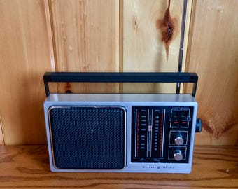 GE Portable Radio - GE Transistor Radio - Portable Am/Fm Radio - GE Radio - Solid State Portable Radio - General Electric Portable Radio