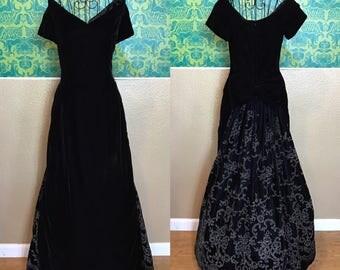 Jessica McClintock Ball Gown - Black Velvet with Glitter Embellished Bustle Formal Dress - L