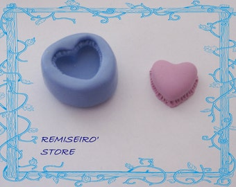 Molded macaron heart 14 mm in silicone.