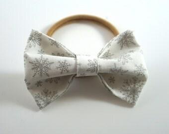 Silver Snowflake Bow. Baby Headband. Newborn Headband. Toddler Headband. Newborn Photo Prop. Baby Christmas Bow. Snowflake Hair Bow.