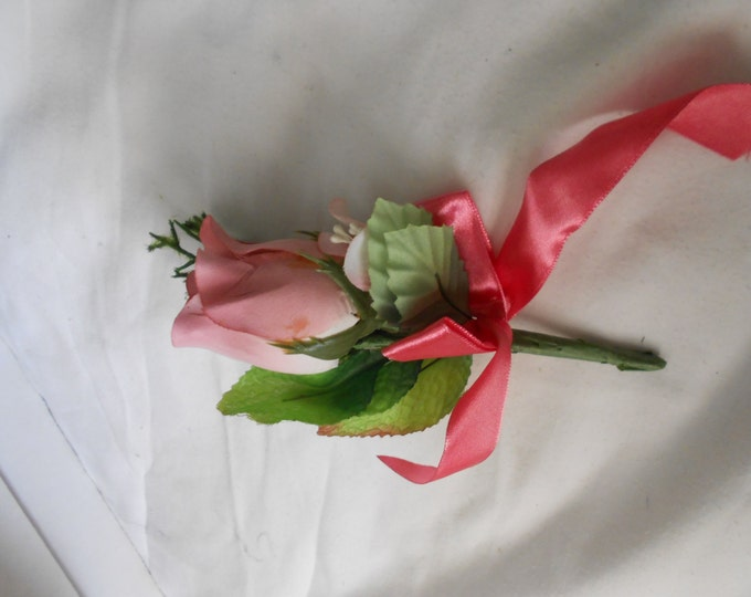 Set of 6  pink color rosebud and accent smaller roses   boutonniers or corsages