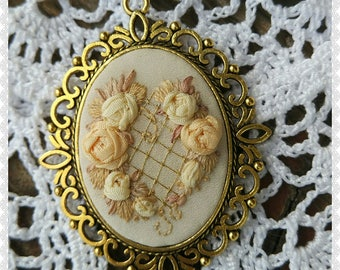RH2 Rose hart necklace