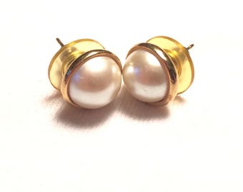 Vintage 14k yellow gold with faux pearl earrings
