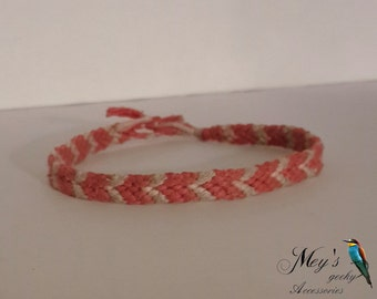 friendship bracelet with arrow pattern