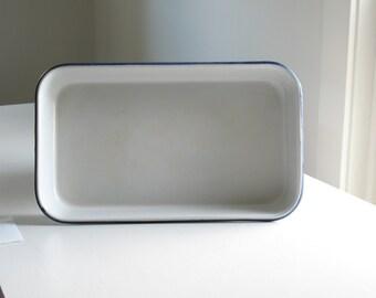 Vintage Blue and White Enamelware baking pan / enamel cookware bakeware casserole dish / farmhouse kitchen decor