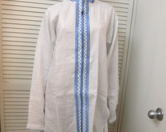 Vintage white linen tunic with gorgeous blue embroidery trim. Mandarin collar Zipper front. Beach,short dress or tunic. Made in India Size L