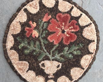 Primrose. Hooked Rug PATTERN on LINEN from Winter Cottage.