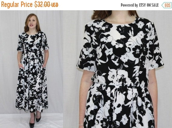On Sale Vintage 80s Black & White FLORAL A Line Retro Boho Midi Day Secretary Dress M