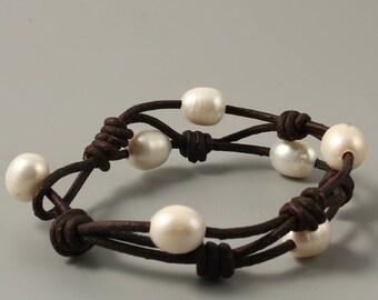 Leather pearl bracelet,pearl leather bracelet,pearl bracelet,leather bracelet,white freshwater pearl bracelet,black leather pearl bracelet