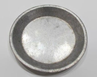 Wear Ever Round Pie Plate, Aluminum Pie Pan, Vintage Bakeware, Primitive Kitchen Pie Pan, No 284