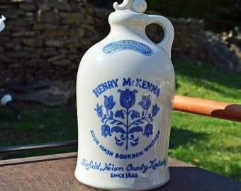 HENRY MC KENNA carafe has whisky with spout - 1975 Henry McKenna Sour Mash Bourbon whiskey Jug Decanter