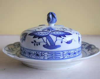 Hutschenreuther, lidded butter dish, Zwiebel Muster, Blue Onion, blue white, mint condition, Rosenthal, German porcelain, dishwasher safe