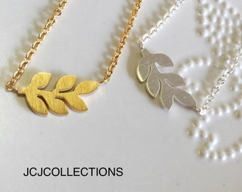 Leaf Necklace in Gold, Silver, Rose Gold / Dainty / Simple / Tiny