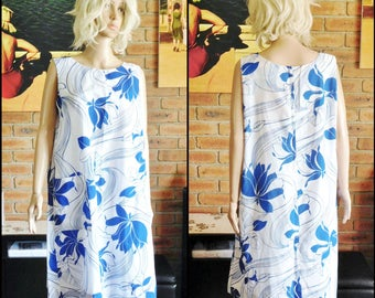 Vintage 1970s Hawaiian blue and white swing shift summer house dress with pocket, fit size 18-20