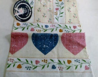 Vintage Linen Tea/Dish Towel of Vines And Hearts/Made In USA By All American/New (P)