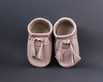 Grey moccasins with pink shade