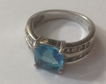 Nice sterling silver blue stone ring size 5.25