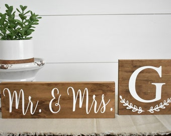 Mr and Mrs sign (Small) / Wedding Sign / Wedding gift / Monogram Sign / Personalized sign / Personalized Home Decor / Bride to be