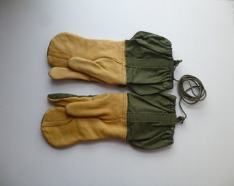 Vintage 80s 90s Knoxville Glove Co. Trigger Finger Mittens Genuine Leather M Green Cotton Canvas Adjustable Belt Warm Winter Hunting TN USA