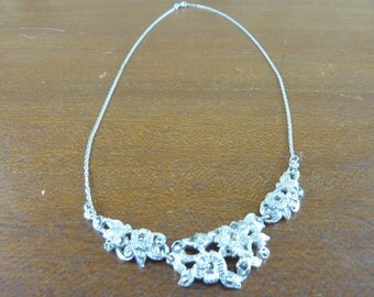 Lovely Vintage Marcasite necklace flowers design in the middle silver tone