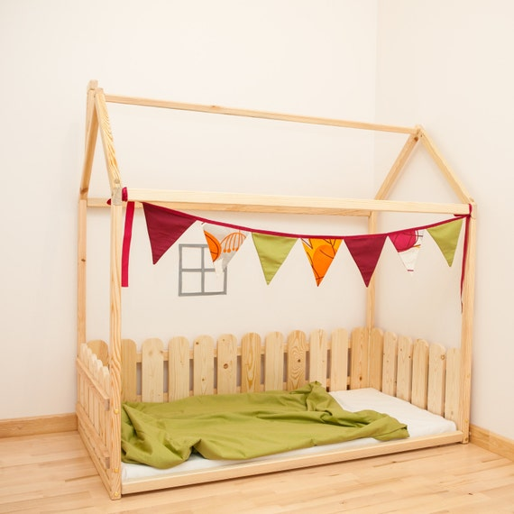 Twin size children bed with fence house bed by for Cama waldorf
