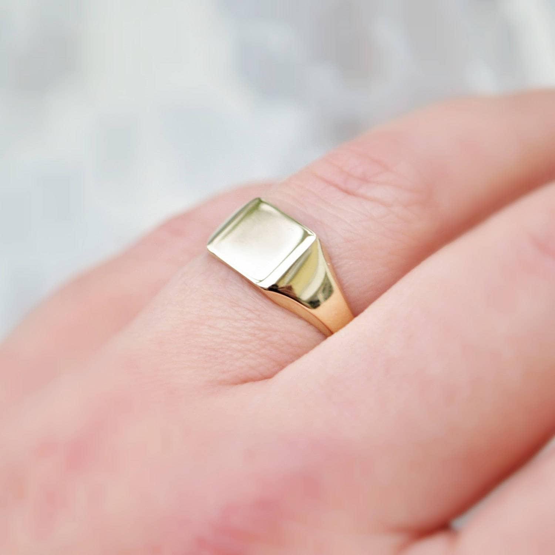 9ct yellow gold signet ring - 9k gold - Ladies signet ring - Sqaure ...